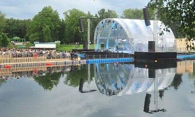 Зеленый театр ВДНХ. Сцена на воде