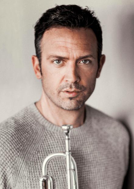 Тиль Бренер (труба, вокал, Германия)