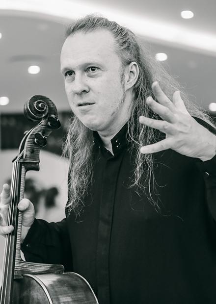 Д. Шаповалов (виолончель), В. Вальс (саксофон), Оркестр Карельской филармонии