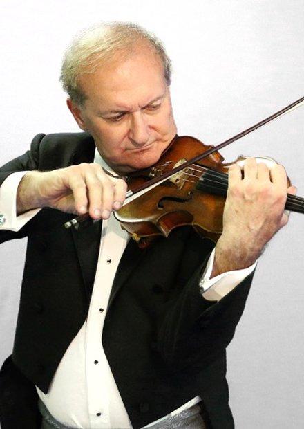 Заслуженный артист России Александр Чернов